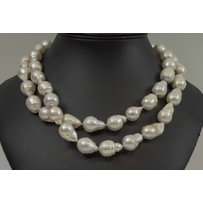 BAROQUE NATURAL PEARL NECKLACE