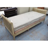 HEALS DAYBED