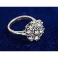A FINE DIAMOND CLUSTER RING