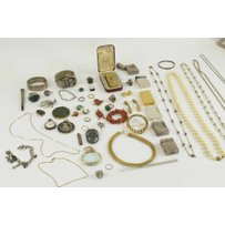 A LARGE GROUP OF JEWELLERY AND COSTUME JEWELLERY