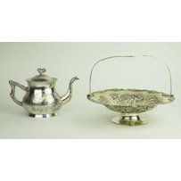 A GOOD 19TH CENTURY CHINESE SILVER TEAPOT