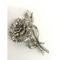 A fine quality platinum and diamond encrusted rose brooch, h…