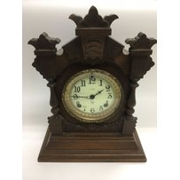A mahogany cased 8 day mantle clock, approx height 36.5cm.